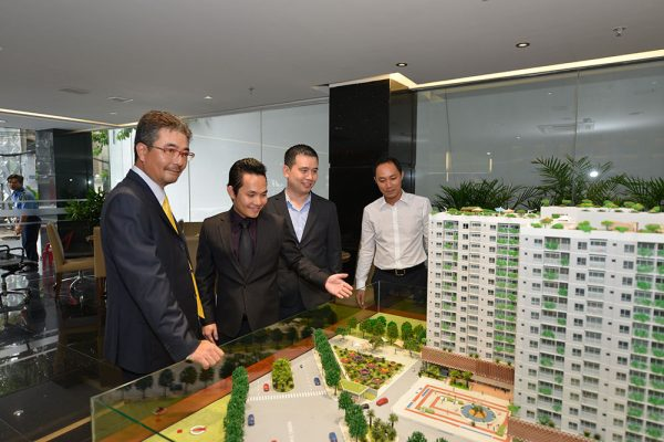 """Quỹ đầu tư ngoại """"ồ ạt"""" đổ vào bất động sản Việt"""