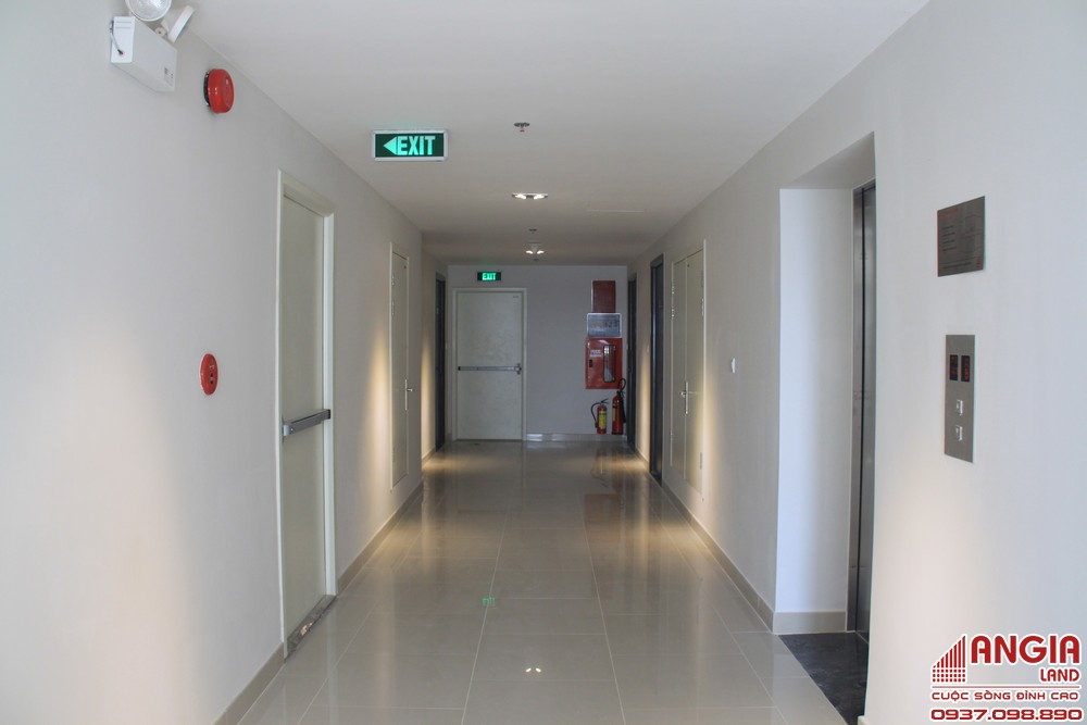 Hành lang trước căn hộ cho thuê Quận Bình Tân An Gia Star rộng 2,5m và chỉ gồm 8 căn hộ trên/sàn.