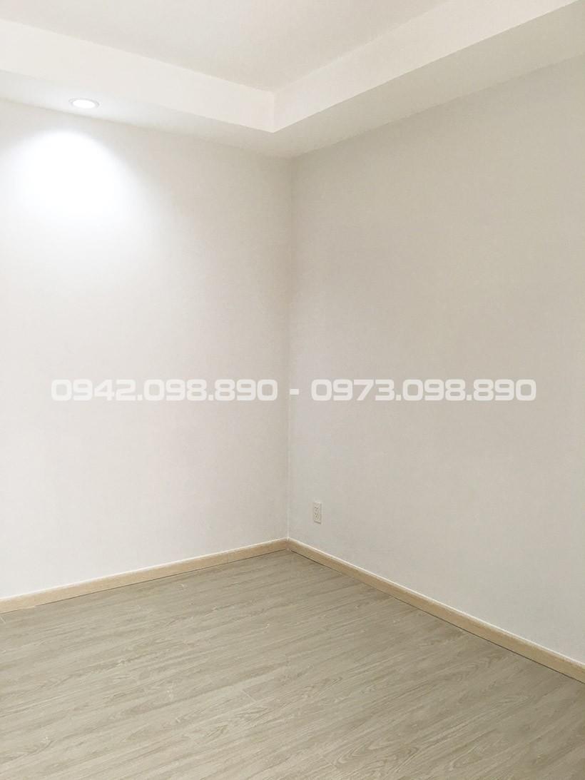 Phòng ngủ sàn lót gỗ căn hộ 63m2 An Gia Garden bán lại.