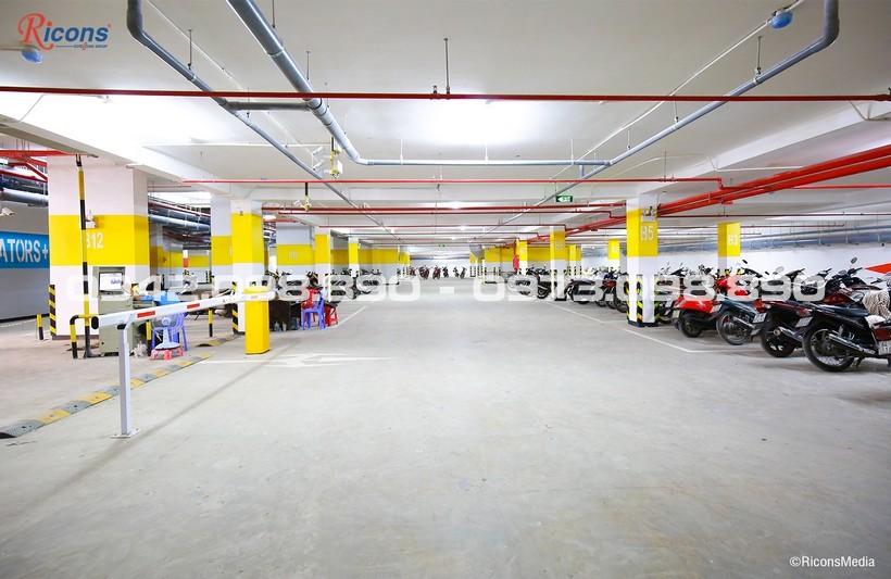 Hầm để xe căn hộ An Gia Riverside rộng rãi thông thoán thích hợp để xe máy và xe ô tô cư dân An Gia Riversdie