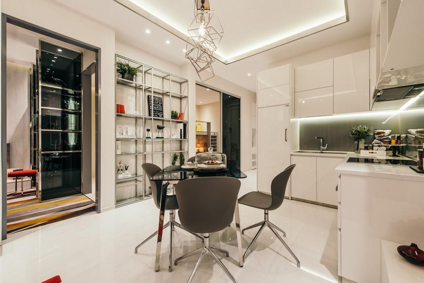 Hình ảnh tổng thể toàn bộ căn hộ được bố trí một cách hợp lý, toát được lên vẻ đẹp sang trọng, hiện đại, làm cho căn hộ thêm phần thoáng rộng. Phòng khách được bố trí không gian rộng, mang lại cảm giác thoáng đãng.