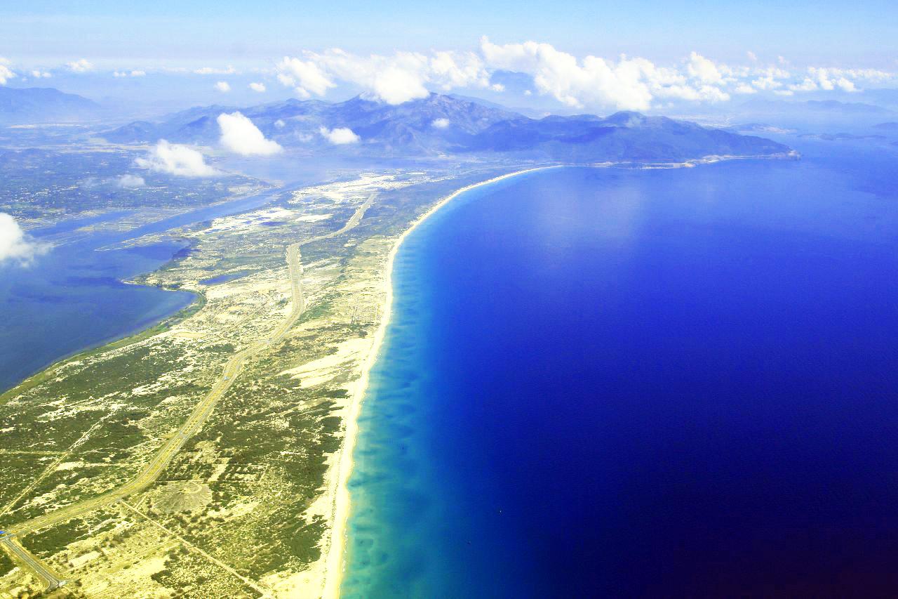 Hình ảnh thực tế bãi dài Cam Ranh Khánh Hòa ngay tại dự án Kn Paradise Cam Ranh vơi hơn 5km mặt biển.