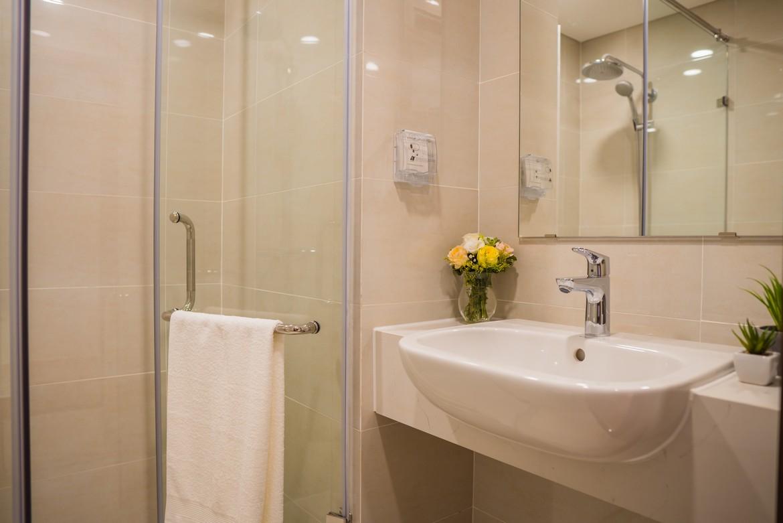 Toilet phòng khách căn hộ mẫu Eco Green Sài Gòn quận 7 loại 2 phòng ngủ