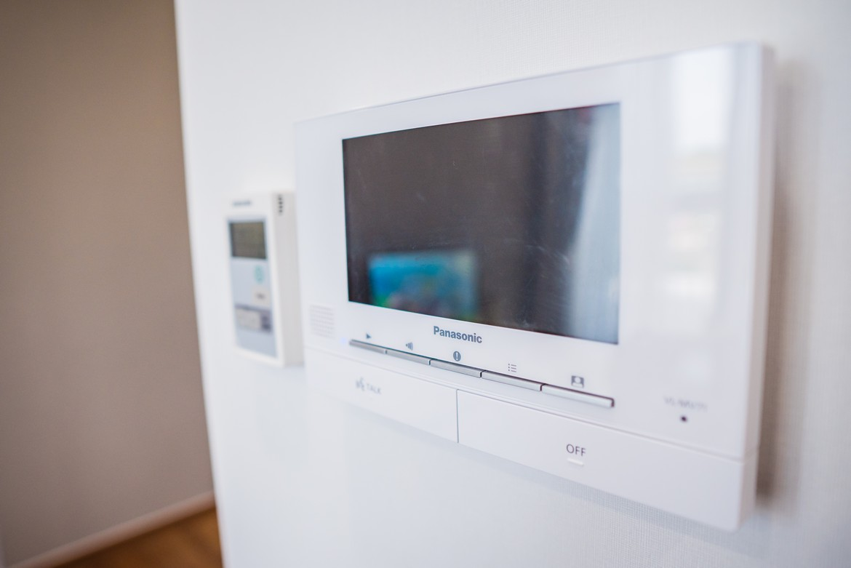 Hệ thống video call căn hộ mẫu Eco Green Sài Gòn quận 7 loại 2 phòng ngủ được trang bị để kết nối tại khu vực tầng hầm, lễ tâng và tầng tiện ích.