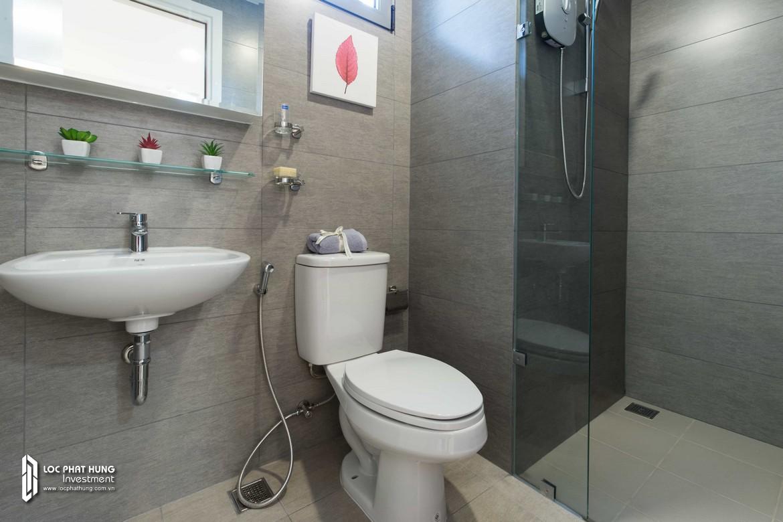 Toilet nhà mẫu dự án căn hộ chung cư Hausbelo Quận 9 Đường Liên Phường chủ đầu tư Ezland - Loại 1 phòng ngủ + 1 WC - Liên hệ 0942.098.890 Xem nhà mẫu thực tế.