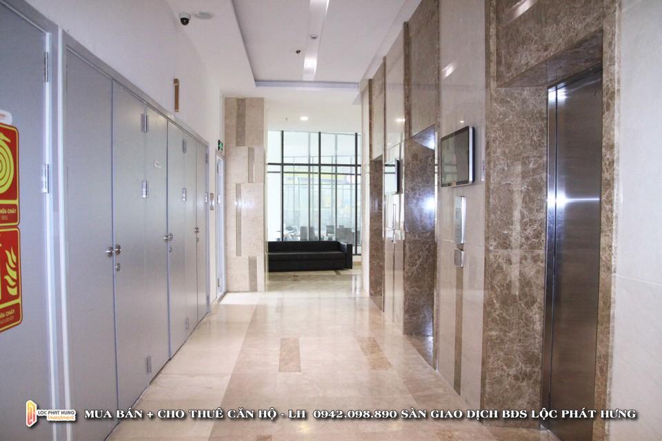 Sảnh chờ thang máy tại tầng trệt dự án căn hộ chung cư cho thuê The Golden Star Quận 7 - Liên hệ SGD BĐS Lộc Phát Hưng - Hotline 0942.098.890 - 0973.098.890 hỗ trợ xem thực tế các căn hộ