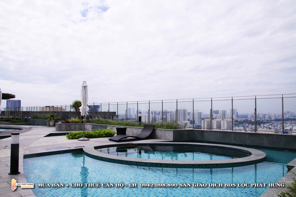 Hồ bơi miễn phí tại tầng 21 dự án căn hộ chung cư cho thuê The Golden Star Quận 7 - Liên hệ SGD BĐS Lộc Phát Hưng - Hotline 0942.098.890 - 0973.098.890 hỗ trợ xem thực tế các căn hộ