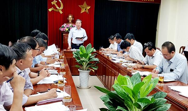 Phó chủ tịch UBND tỉnh Nguyễn Quốc Hùng phát biểu chỉ đạo tại buổi làm việc.