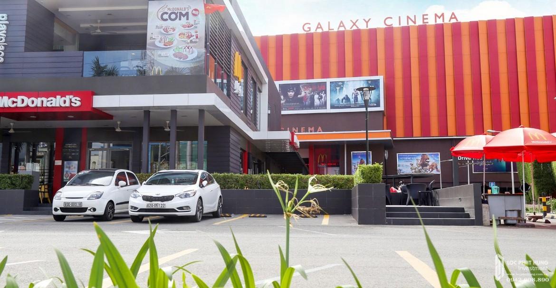 Tiện ích ngoại khu dự án căn hộ chung cư Asiana Capella Quận 6 đường Nguyễn Văn Luông - Rạp chiếu phim Galaxy cách 1km dự án Asiana Capella.