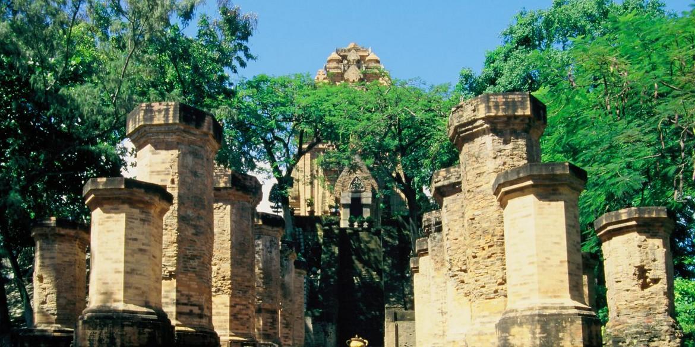 Địa danh du lịch nổi tiếng Nha Trang - Nhà thờ Đá