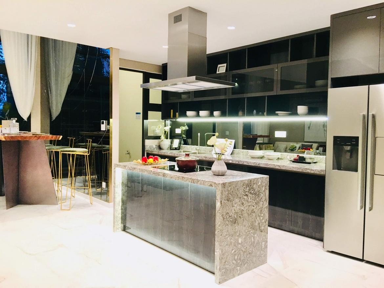 Không gian bếp rộng lớn ngay tại căn duplex