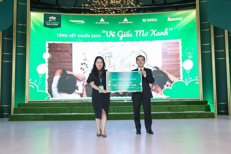 Đại diện Chủ đầu tư gửi tài trợ 100 triệu đồng cho trung tâm Save Vietnam's Wildlife