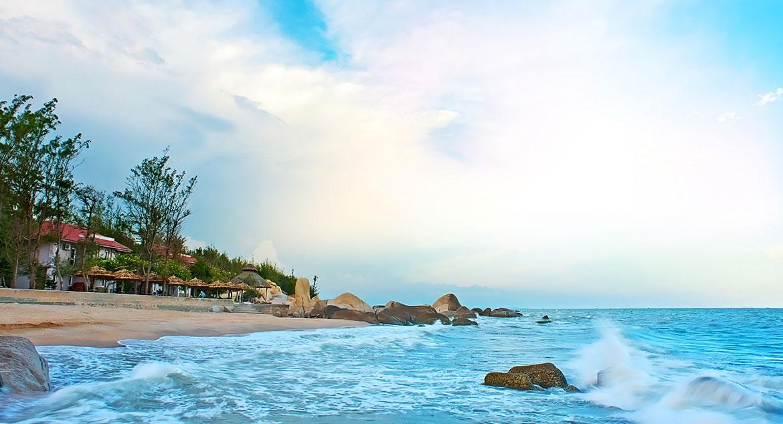 Bãi biển Chí Linh xanh ngát