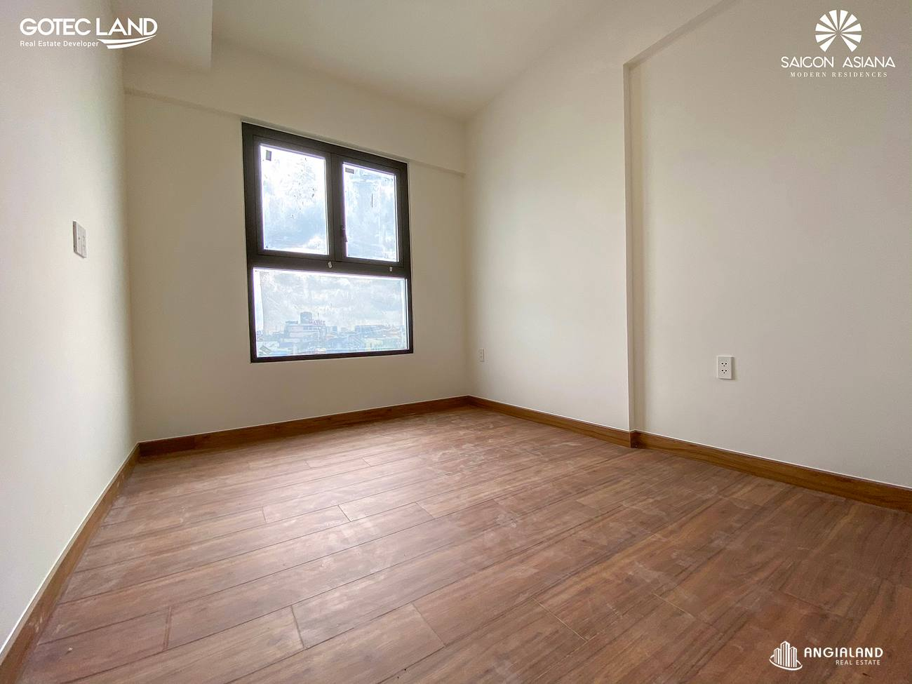 Phòng ngủ được bàn giao lót sàn gỗ -Hình ảnh thực tế