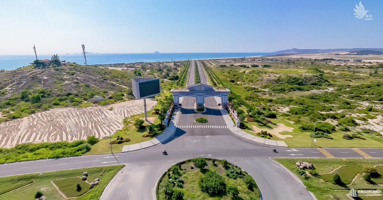 Cổng chào dự án KN Paradise Cam Ranh trên mặt tiền đại lộ Nguyễn Tất Thành