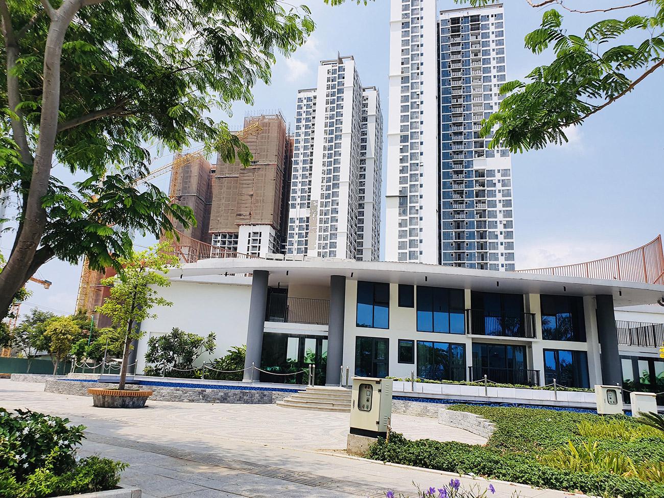 Tiến độ xây dựng cụm HR1 và HR2 Eco Green Saigon
