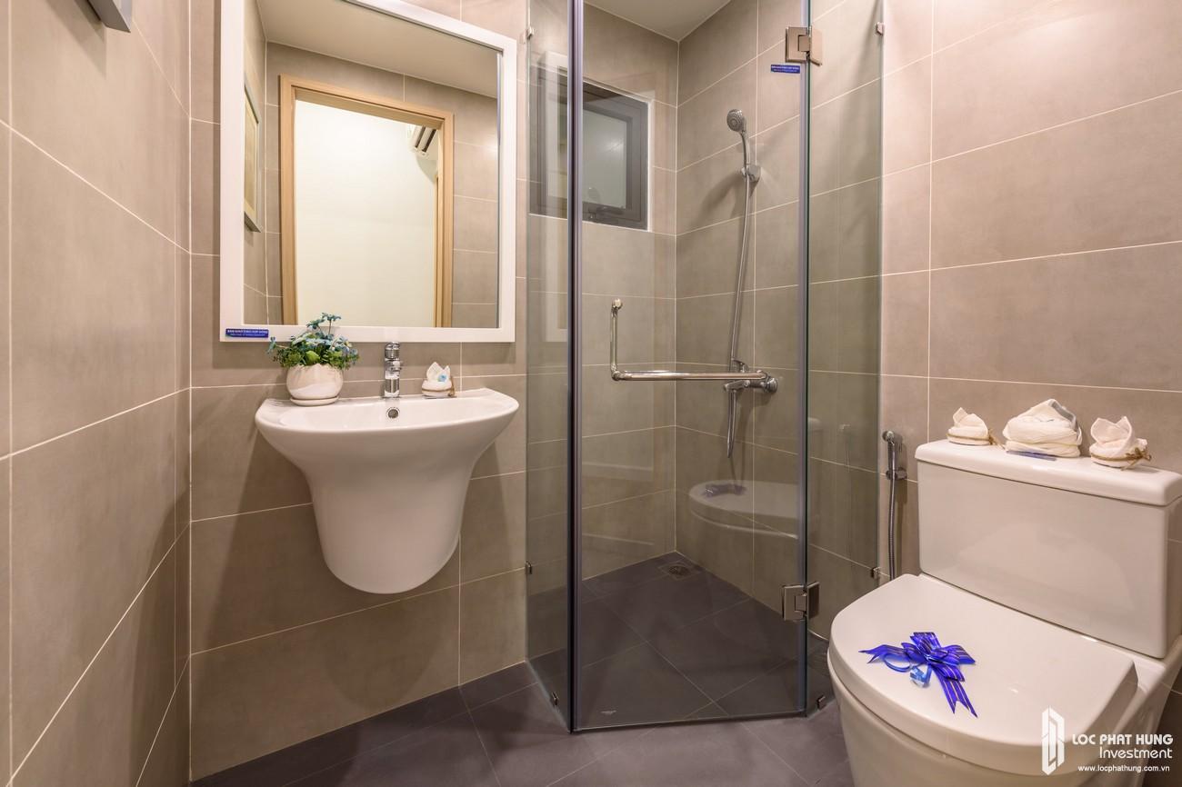 Thiết kế Toilet tại khu vực phòng ngủ Master nhà mẫu căn hộ Lovera Vista Khang Điền Bình Chánh Loại 3 phòng ngủ