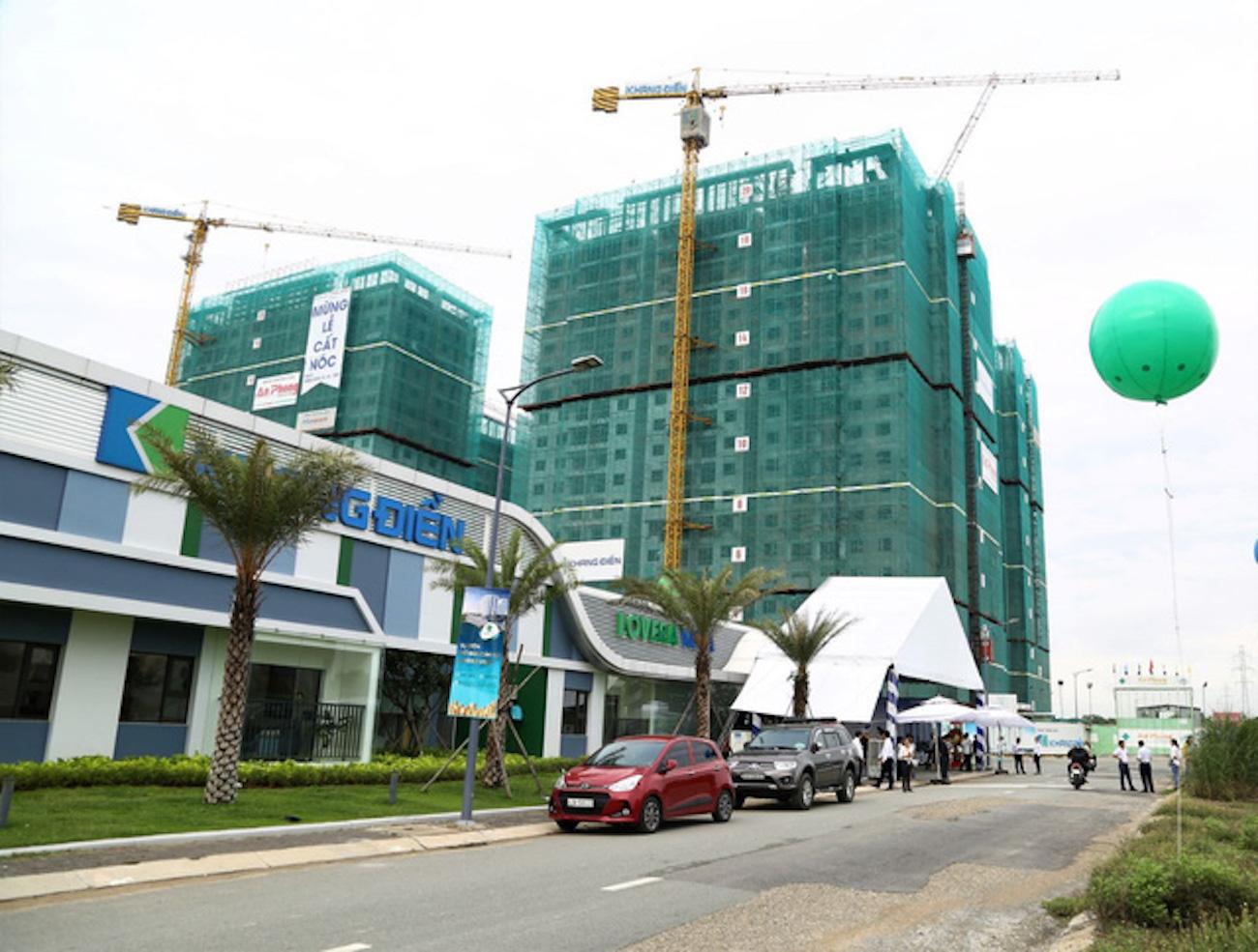 Chính thức cất nóc tháng 4.2020, Lovera Vista được dự kiến bàn giao tháng 7.2021. Sau khi bàn giao, Chủ đầu tư sẽ bắt đầu làm thủ tục cấp sổ hồng cho cư dân theo quy định.