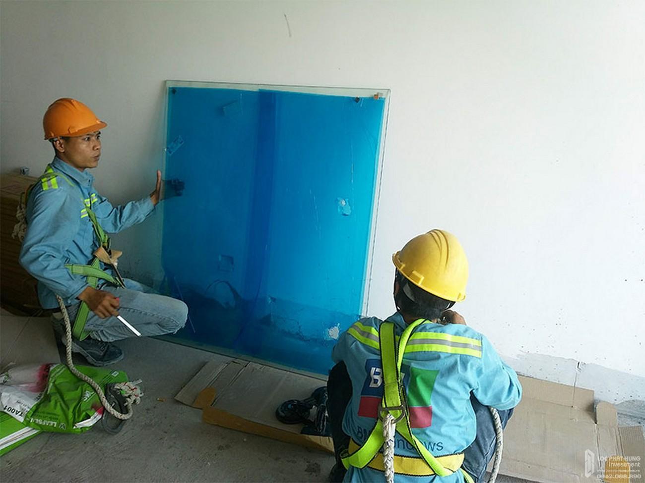 Lắp đặt lan can kính tầng 29 dự áan căn hộ River Panorama Quận 7 tháng 03/2020