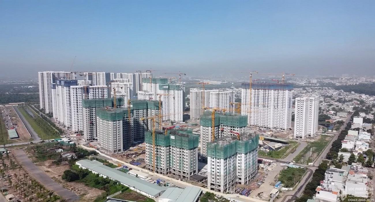 Các phân khu của dự án Vinhomes Grand Park quận 9  PHÂN KHU CAO TẦNG  Phân khu I - The Rainbow: Hơn 10.000 căn hộ - mở bán tháng 7/2019 - Bàn giao nhà tháng 7/2020 Phân khu II - The Origami: Hơn 10.000 căn hộ - mở bán tháng 7/2020 - Dự kiến bàn giao quý IV/2021 Phân khu III: Masteri Centre Point (Masterise Homes là đơn vị phát triển): mở bán tháng 10/2020 - dự kiến bàn giao quý IV/2022 Phân khu IV: Sắp triển khai  PHÂN KHU THẤP TẦNG  Phân khu The Manhattan : mở bán tháng 6/2020 - dự kiến bàn giao tháng 3/2020 Phân khu Manhattan Glory : mở bán tháng 7/2020 - dự kiến bàn giao tháng 5/2021